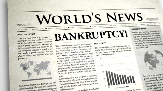 vídeos de stock, filmes e b-roll de primeira página de jornal: falência - falência