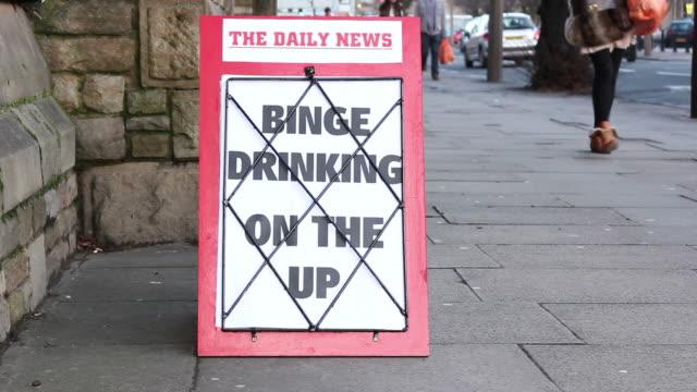 Titolo di giornale scheda-consumo di alcol a un
