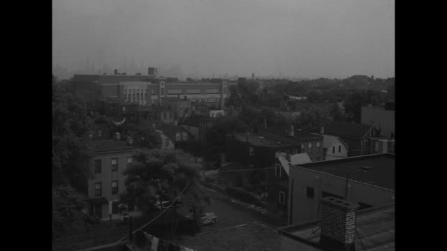 vídeos de stock, filmes e b-roll de cu newspaper headline saying flying whatzits over dc again / pan across jersey city skyline in shot from rooftop / vs people on rooftop looking in... - ufo