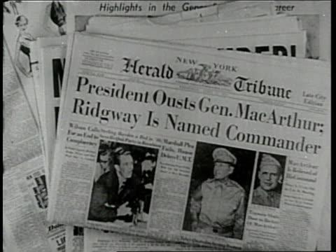 newspaper headlines announce president truman's firing of general douglas macarthur. - 1951年点の映像素材/bロール