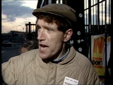 newspaper international dispute:; england: east london: wapping: news international printing plant: int 2-shot rupert murdoch rupert murdoch intvw... - paper stock videos & royalty-free footage