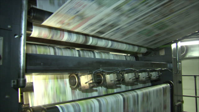 stockvideo's en b-roll-footage met newspaper printing press - krant