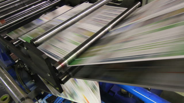 stockvideo's en b-roll-footage met newspaper printing - drukpers