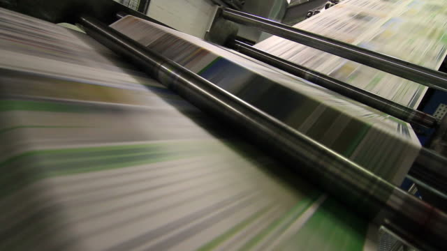 stockvideo's en b-roll-footage met newspaper printing - krant