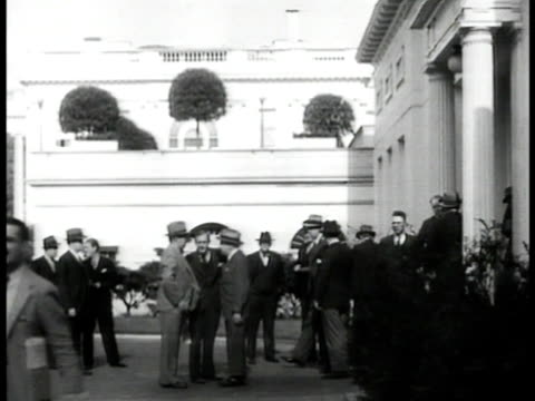 vídeos de stock e filmes b-roll de newspaper reporters gathered by window newspaper reporters standing outside white house telegraph operators working at desks in room senate reporters... - 1935