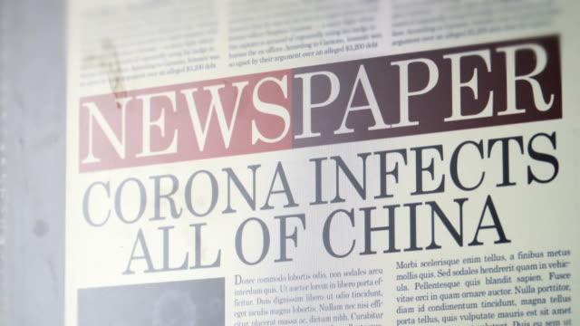 """vídeos y material grabado en eventos de stock de título del periódico - """"corona infecta todo china"""" - medios de comunicación"""