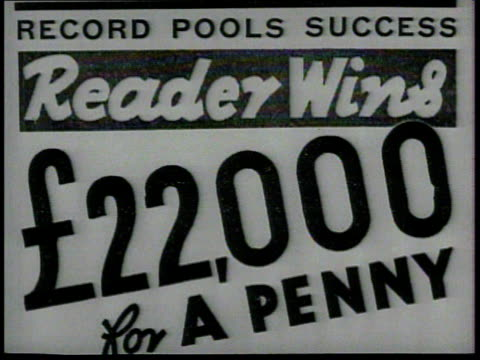 vidéos et rushes de newspaper vendor holding ad 'best soccer pool form, the star', advertisement 'reader wins £22, 000 for penny', male hand turning newspaper pages,... - hasard