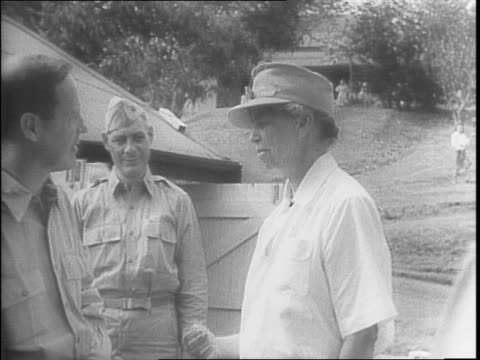vídeos de stock e filmes b-roll de newspapers with the my day article by the first lady eleanor roosevelt / in the uniform of the red cross she greets soldiers / roosevelt hikes up a... - primeira dama