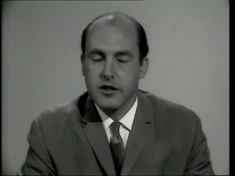 "newsreader gordon honeycombe memories; tx 1960's london: b/w gordon honeycombe reading news b/w itn news closing titles ""your newscaster was gordon... - ニナ・ホサイン点の映像素材/bロール"