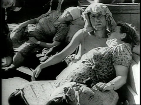 newsreel / a ship carrying jewish immigrants to palestine is captured and the immigrants are held in cyprus/ immigrants face extreme dehydration and... - judaism stock-videos und b-roll-filmmaterial