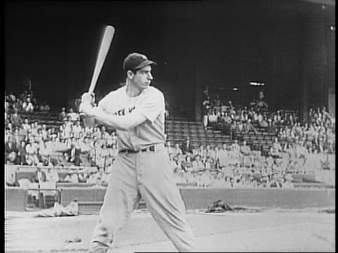 vídeos y material grabado en eventos de stock de newsreel cameraman films baseball game from press box / yankees warm up on the field / yankees manager joe mccarthy sits in dugout / indians manager... - batear