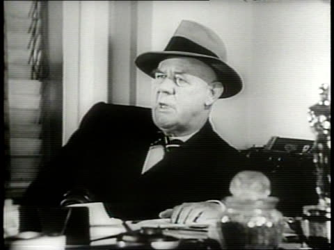 newsreel / cold war / sportswriter grantland rice explains his reasons for picking the boston red sox and pittsburgh pirates to win the pennant /... - narrating stock-videos und b-roll-filmmaterial