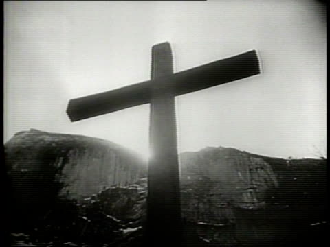 as the world marked a day of devotions ¦¦ / paramount pictures devotional for easter sunday in 1949 / exterior of cathedral / sun setting behind... - kreuz religiöser gegenstand stock-videos und b-roll-filmmaterial