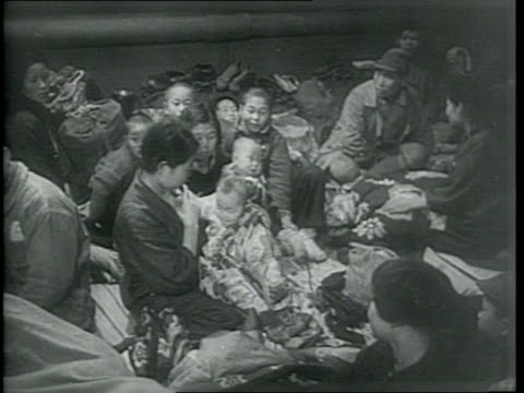 stockvideo's en b-roll-footage met newsreel / korean women and children returning home on an american landing craft after being slave laborers for the japanese / the korean citizens... - koreaanse oorlog
