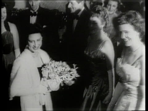 stockvideo's en b-roll-footage met newsreel / narrated / a large display promotional for the film the court jester in london / maurice chevalier and bob hope at a movie premiere in... - prinses margaret windsor gravin van snowdon