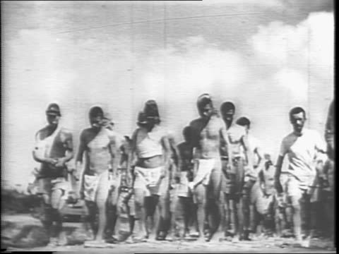 newsreel / narrated / allied pow camps / japanese bushido lifestyle / japanese military / end of the war / good conditions of pow camps / - stillahavskriget bildbanksvideor och videomaterial från bakom kulisserna