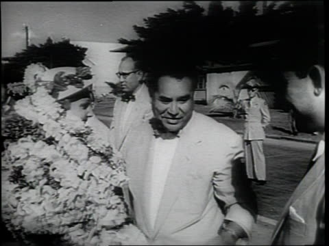 newsreel / narrated / nixon heads to hawaii in place of eisenhower / the nixons are well received with flowers / mrs nixon is overwhelmed by her... - narrating stock videos and b-roll footage