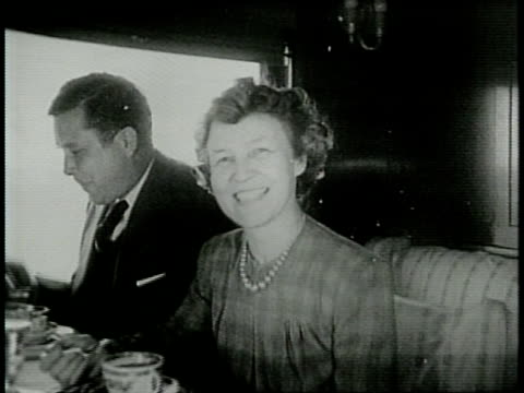 newsreel / narrated / paramount news / wendell willkie rides a train while campaigning for president in 1940 / willkie looking at a train / in the... - narrating stock videos & royalty-free footage