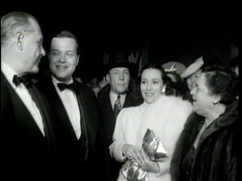 Newsreel / No Audio / Citizen Kane and Orson Welles flash in neon lights for the movie premiere / a crowd fills the sidewalks outside of the theater...