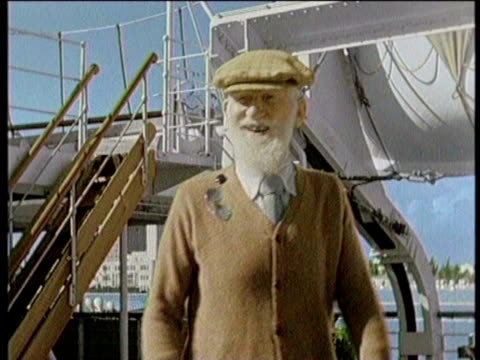 newsreel / no audio / greatest headlines of the century / george bernard shaw dies in 1950 / footage of shaw being interviewed by reporters on a ship... - scriptwriter stock videos & royalty-free footage