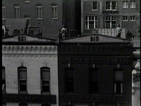 newsreel / no audio / military men riding horseback down the street / large military vehicles unloading men / soldiers carrying rifles keeping watch... - 1910 stock-videos und b-roll-filmmaterial