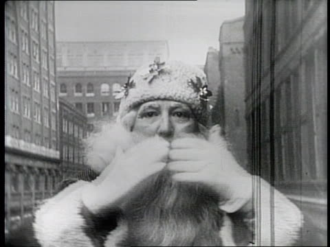 newsreel / paramount news / title card reads that man's here again / canadian holiday parade in ontario in 1940 / various floats in a holiday parade... - 1940 stock videos & royalty-free footage