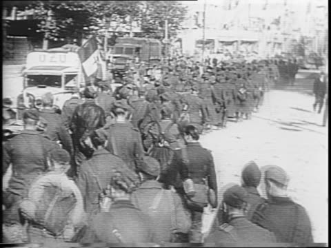 newsreel / the allies take back the port of la havre from the germans / 9000 german soldiers are captured in the battle / - prisoner of war stock videos & royalty-free footage