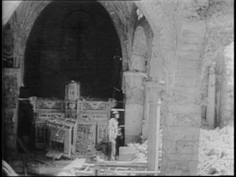 vídeos de stock, filmes e b-roll de newsreel / wwii / fighting and destruction by allied armies at castelforte, italy / destruction and architectural ruins / cameraman lewis cass... - forças aliadas