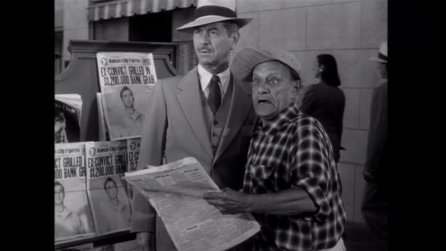 1952 a newsy is surprised when he sees a suspect from the front page in the flesh - bankräuber stock-videos und b-roll-filmmaterial