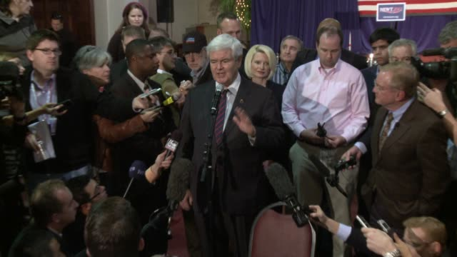 stockvideo's en b-roll-footage met newt gingrich first dodges question about 1999 ethics investigation saying he'll talk to mitt romney about it once romney reads all 900 pages and... - presidentskandidaat