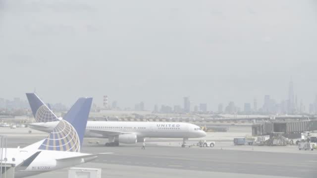 stockvideo's en b-roll-footage met newyork_4k_manhatten_newwarknewyork__airport_united_start - start en landingsbaan