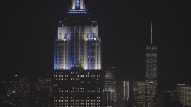 newyork_4k_manhatten_topoftherocks_night_close_buildings