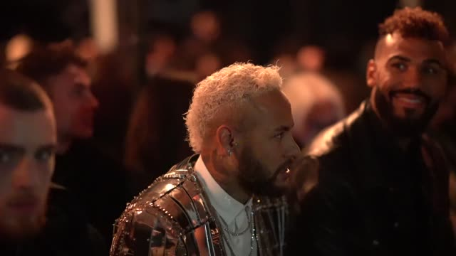 stockvideo's en b-roll-footage met neymar attends the balmain menswear fall/winter 2020-2021 show as part of paris fashion week on january 17, 2020 in paris, france. - herenkleding