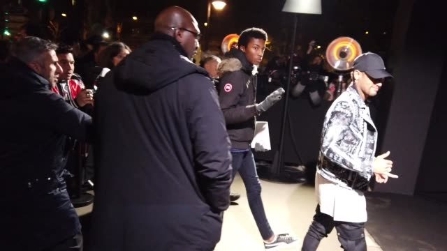 vidéos et rushes de neymar attends the balmain show, during paris fashion week - menswear f/w 2019-2020 on january 18, 2019 in paris, france. - fashion show