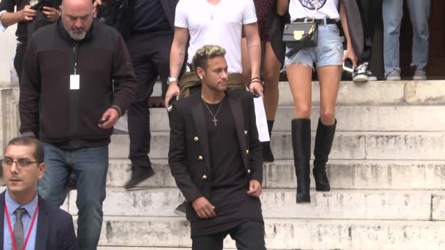neymar exits the balmain show as part of the paris fashion week womenswear spring/summer 2018 on september 28 2017 in paris france - neymar da silva stock-videos und b-roll-filmmaterial