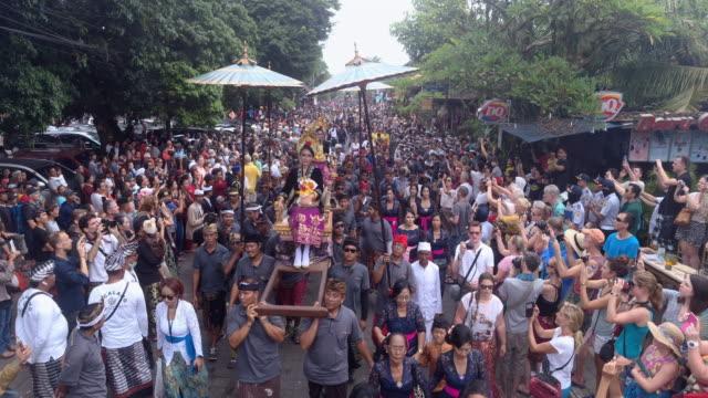vídeos y material grabado en eventos de stock de ngaben funeral ceremony in bali - cultura indonesia