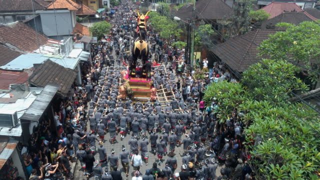 ngaben funeral ceremony in bali - begräbnis stock-videos und b-roll-filmmaterial