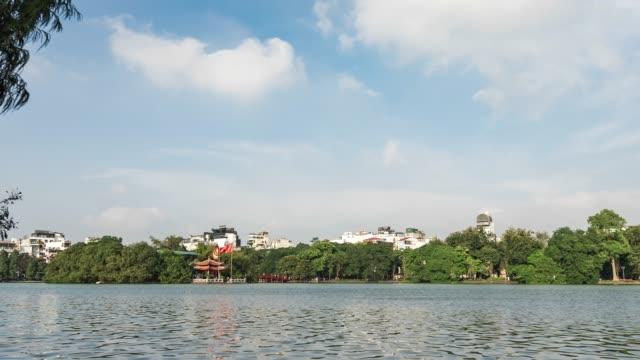 vídeos y material grabado en eventos de stock de templo ngoc son en el lago hoan kiem, video lapso de tiempo - son