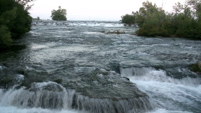 niagara-8-73: / hd 1080 60i - fluss niagara river stock-videos und b-roll-filmmaterial