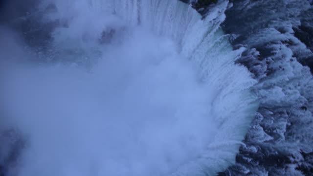 vidéos et rushes de aerial, niagara falls and cityscape at dusk, ontario, canada - rivière niagara