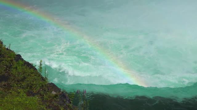 niagara falls: beautiful rainbow over the flowing water - ナイアガラ滝点の映像素材/bロール