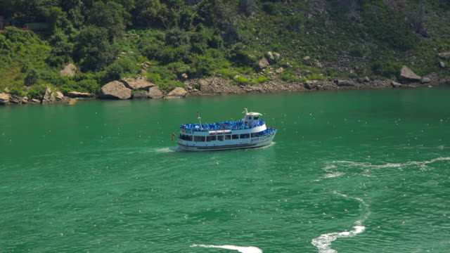 Niagara Falls, Canada: The Maid of the Mist Cruise carrying tourists to the Horseshoe Catarct