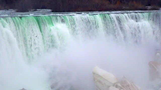 vidéos et rushes de niagara falls: horseshoe waterfall at the end of the winter season - rivière niagara