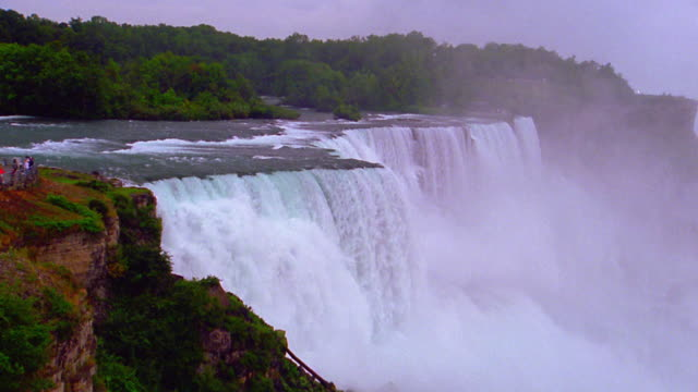 Niagara Falls with mist surrounded by trees / Ontario, Canada