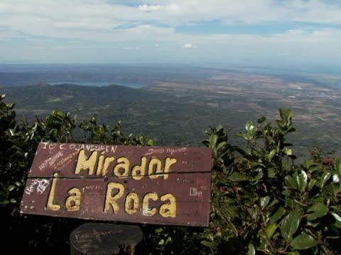 stockvideo's en b-roll-footage met ws, nicaragua, volcan mombacho natural park, lake nicaragua and mirador la roca wooden sign in foreground - roca