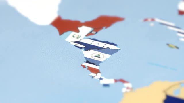 世界地図上に国旗とニカラグア - マナグア点の映像素材/bロール