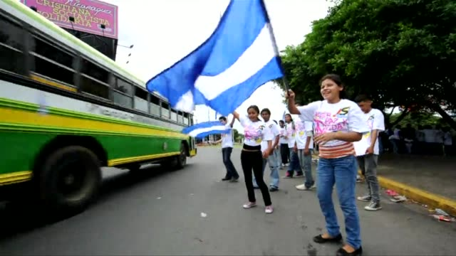 nicaraguans prepare to vote in presidential elections on 6th november. images of electoral campaigning in managua on 1st november, 2011. managua,... - managua stock videos & royalty-free footage