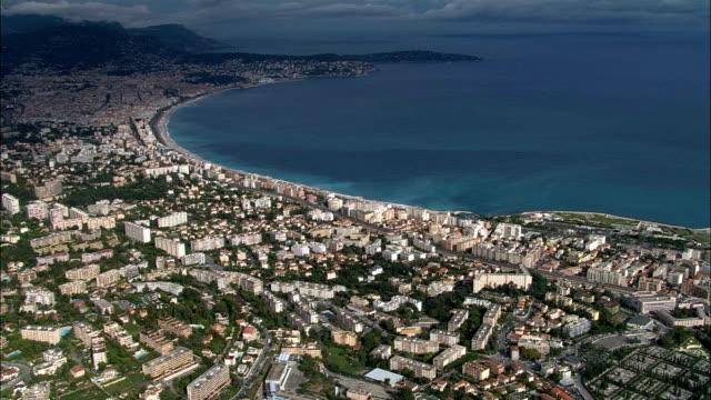 vídeos de stock, filmes e b-roll de nice-vista aérea-provence-alpes-côte d'azur, alpes-maritimes, arrondissement de agradável, frança - baía