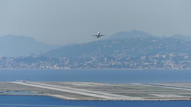 vidéos et rushes de aéroport de nice du point de vue - air vehicle