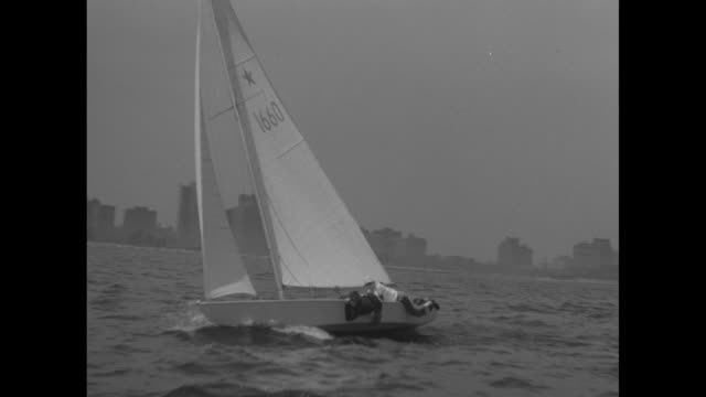 nice tracking shot of six boats racing across lake michigan / three boats leaning heavily to one side, chicago skyline in background / boat coming... - bobsledding stock videos & royalty-free footage